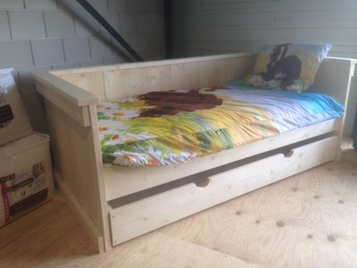 Steigerhouten bed bank